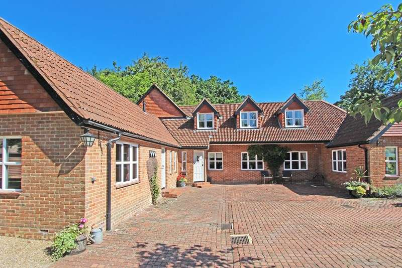 4 Bedrooms Detached House for sale in Beaulieu Road, Lyndhurst