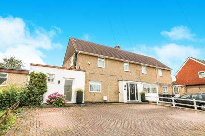 3 Bedrooms Semi Detached House for sale in Wingate Road, Harlington, Dunstable, Bedfordshire