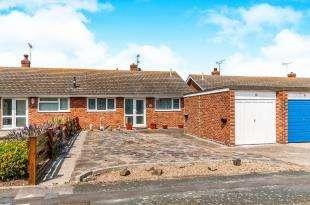 2 Bedrooms Bungalow for sale in Headcorn Gardens, Cliftonville, Margate, Kent