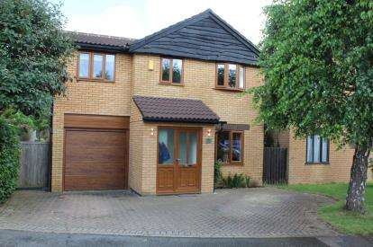 5 Bedrooms Detached House for sale in Holly Close, Brackley, Northamptonshire