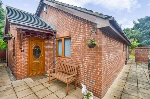 3 Bedrooms Detached Bungalow for sale in Wood Lea Chase, Pendlebury, Swinton, Manchester