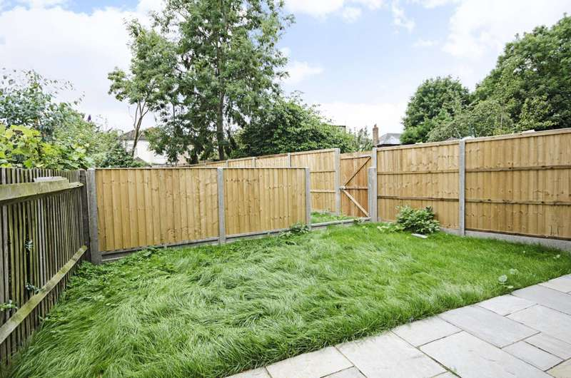 2 Bedrooms Flat for sale in Sunny Gardens Road, Hendon, NW4