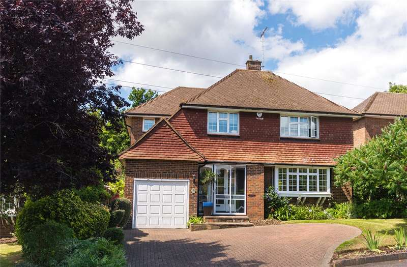 4 Bedrooms Detached House for sale in The Comyns, Bushey Heath, WD23