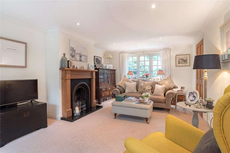 3 Bedrooms Semi Detached House for sale in Garnham Cottages, Church Street, Crondall, Farnham, GU10