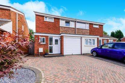 3 Bedrooms Semi Detached House for sale in Avon Road, Burntwood, Staffordshire
