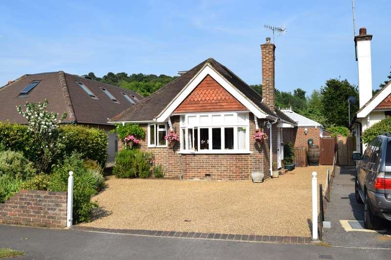 3 Bedrooms Detached Bungalow for sale in Wonersh