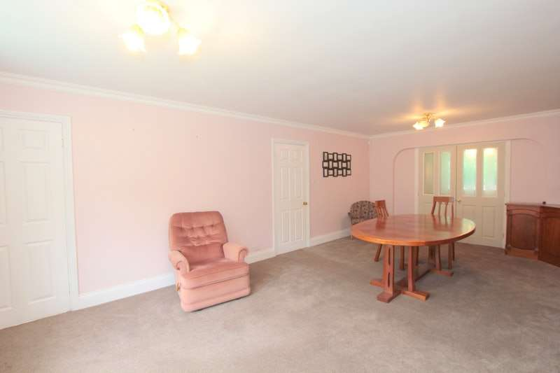4 Bedrooms Detached House for sale in Maple Grove, Keighley, West Yorkshire, BD20
