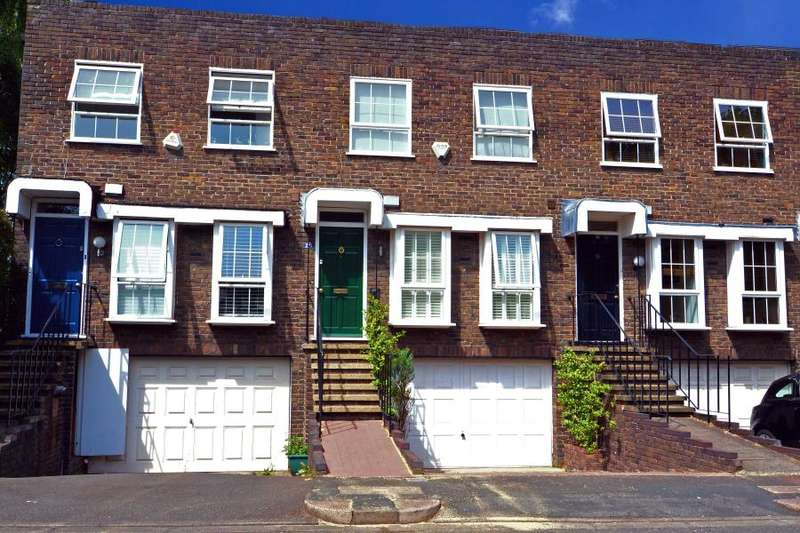4 Bedrooms House for sale in Shaftesbury Way, Strawberry Hill/Twickenham, TW2