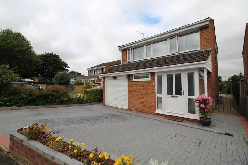 4 Bedrooms Detached House for sale in Keats Close, Hemel Hempstead, HP2