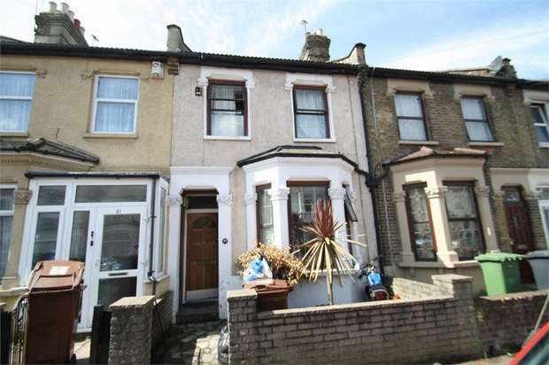 3 Bedrooms Terraced House for sale in Faircross Avenue, Barking, Essex
