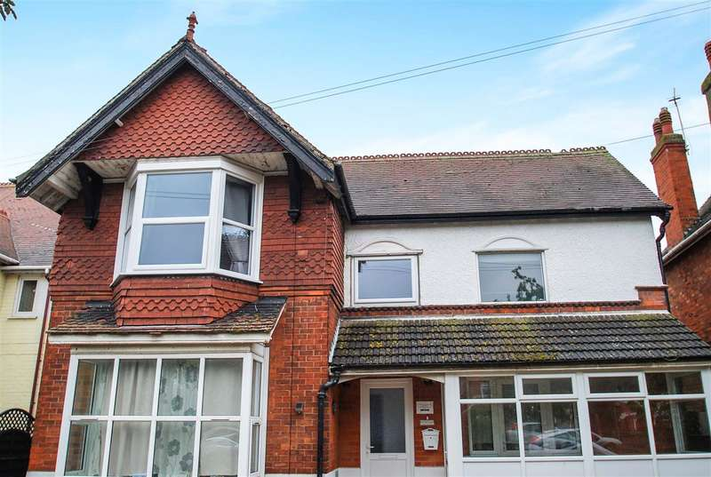 3 Bedrooms Apartment Flat for sale in Drummond Road, Skegness