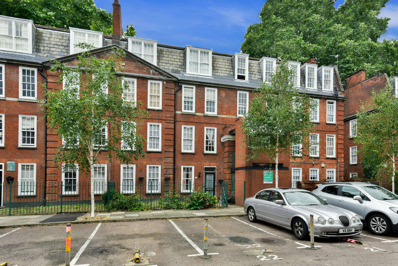 4 Bedrooms Ground Maisonette Flat for sale in Halton Road, N1 2AA