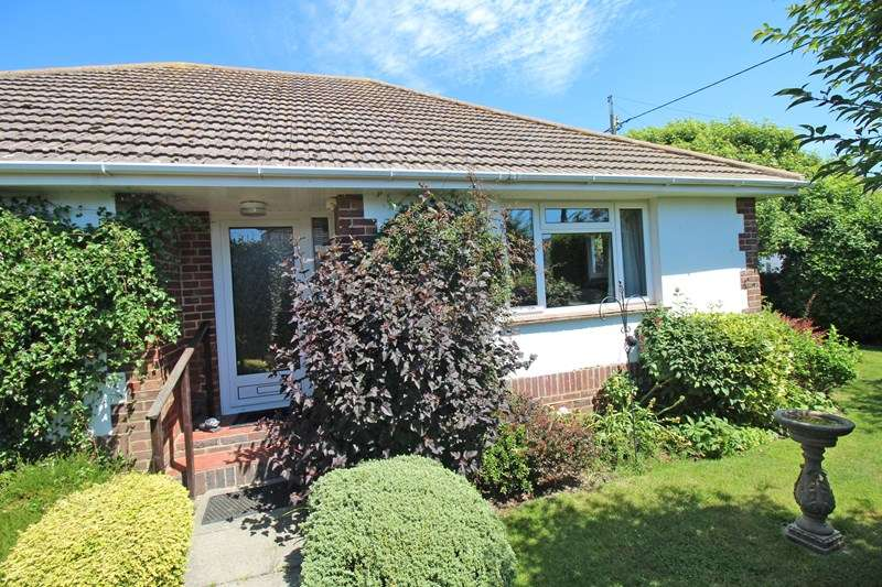 3 Bedrooms Detached Bungalow for sale in Park Close, Milford On Sea, Lymington