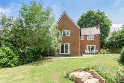 4 Bedrooms Detached House for sale in Cranfield Road, Moulsoe, Newport Pagnell, Buckinghamshire