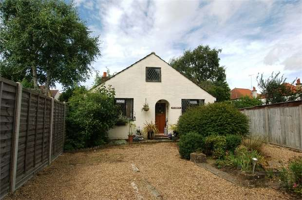 2 Bedrooms Detached Bungalow for sale in Carmalt Gardens, Hersham, WALTON-ON-THAMES, Surrey