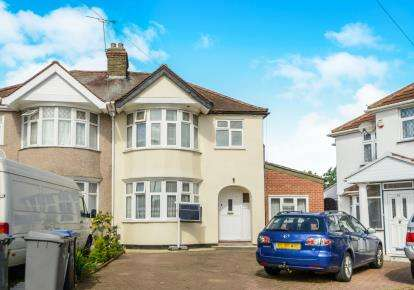 5 Bedrooms Semi Detached House for sale in Stewart Close, Kingsbury, London, Uk