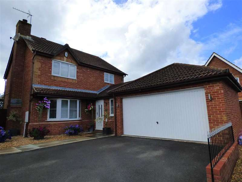 4 Bedrooms Detached House for sale in Barn Owl Road, Rogiet, Caldicot