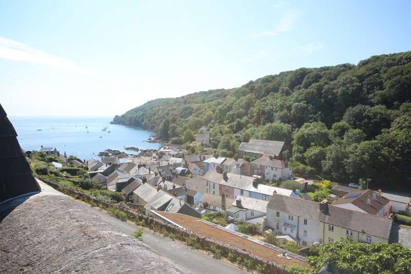 2 Bedrooms Terraced House for sale in 10 The Fort, Cawsand