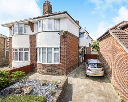 3 Bedrooms Semi Detached House for sale in Pokesdown, Bournemouth, Dorset