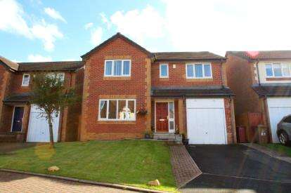 4 Bedrooms Detached House for sale in Campbell Close, Blackburn, Lancashire, BB2