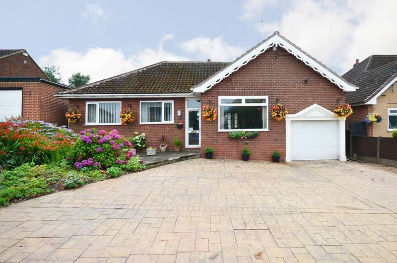 3 Bedrooms Bungalow for sale in Birkholme Drive, Meir Heath, ST3 7LS