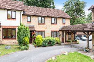 2 Bedrooms Terraced House for sale in Harold Road, Worth, Crawley, West Sussex