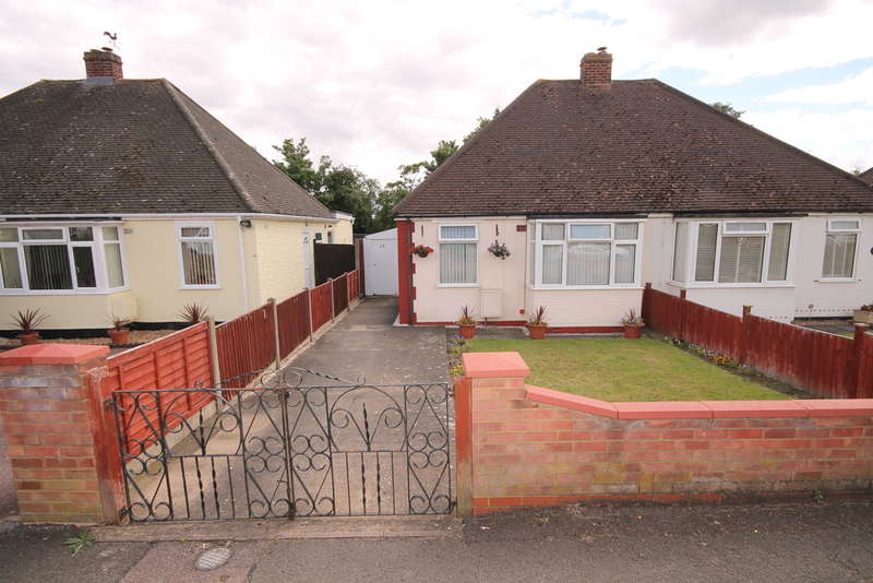 2 Bedrooms Semi Detached Bungalow for sale in Chantry Avenue, Bedford, MK42
