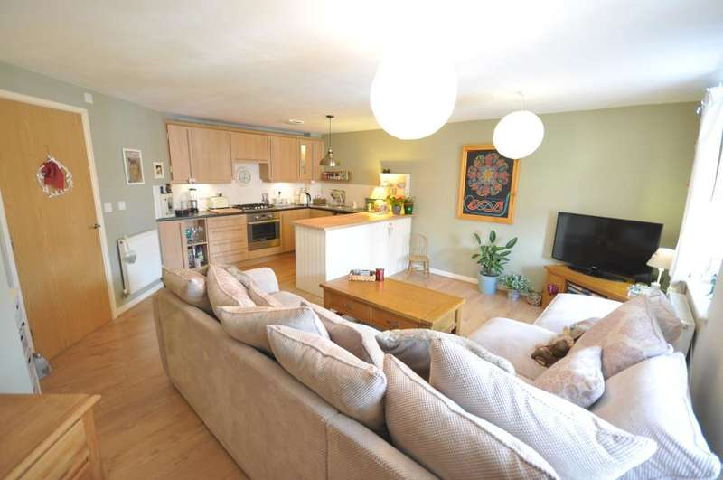 2 Bedrooms Apartment Flat for sale in Wesham Park Drive, Wesham, Preston, Lancashire, PR4 3EF