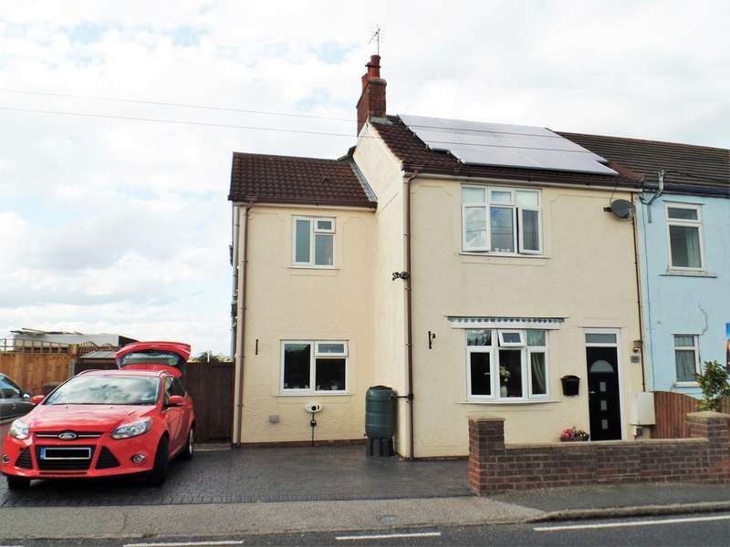 4 Bedrooms Semi Detached House for sale in Harwich Road, Little Clacton