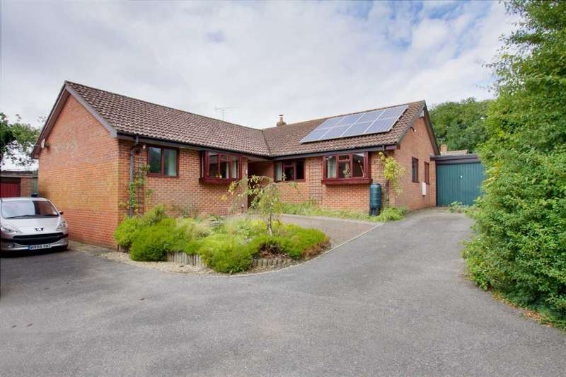 4 Bedrooms Bungalow for sale in Spacious Bungalow in Overton with over 1,600sqft!