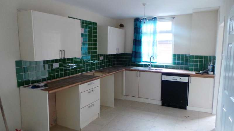 3 Bedrooms Terraced House for sale in Derbyshire Road, Manchester