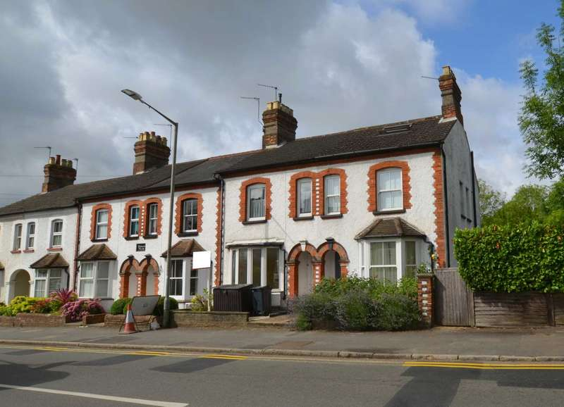 3 Bedrooms End Of Terrace House for sale in Station Road, Amersham HP6