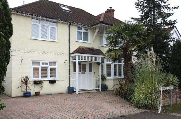 4 Bedrooms Detached House for sale in Winchester Street, Farnborough, Hampshire