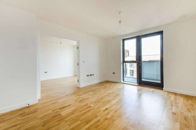 3 Bedrooms Flat for sale in Copperwood Place, Greenwich, SE10