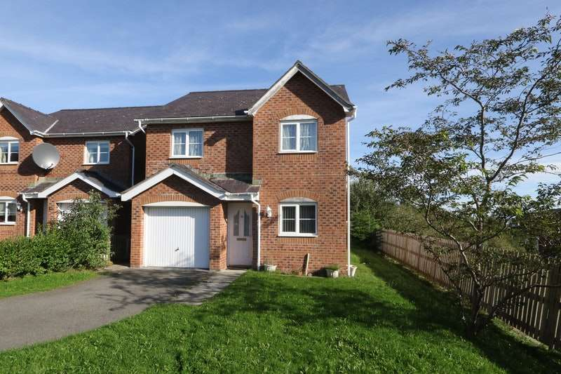 3 Bedrooms Detached House for sale in Maes Berea, Bangor, Gwynedd, LL57
