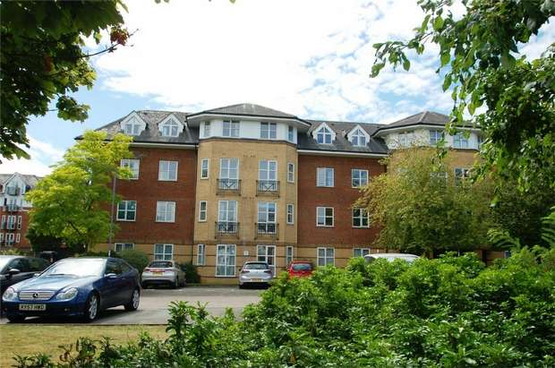 2 Bedrooms Flat for sale in Cheltenham Court, Dexter Close, St Albans, Hertfordshire