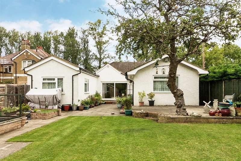 4 Bedrooms Detached Bungalow for sale in Wraysbury Road, Wraysbury, TW19