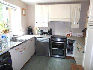 3 Bedrooms Terraced House for sale in Jarvis Close, Crawley, West Sussex