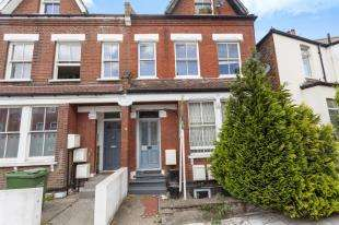 2 Bedrooms Flat for sale in Shrubbery Road, London