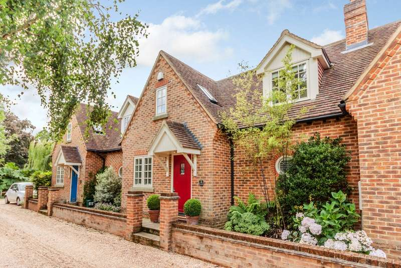 2 Bedrooms Town House for sale in Farnham