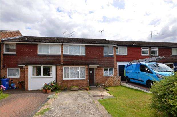 3 Bedrooms Terraced House for sale in Kingsway, Blackwater, Surrey