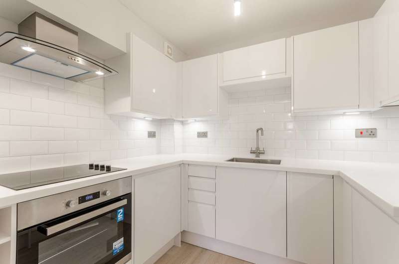 1 Bedroom Flat for sale in Latchingdon Court, Walthamstow, E17