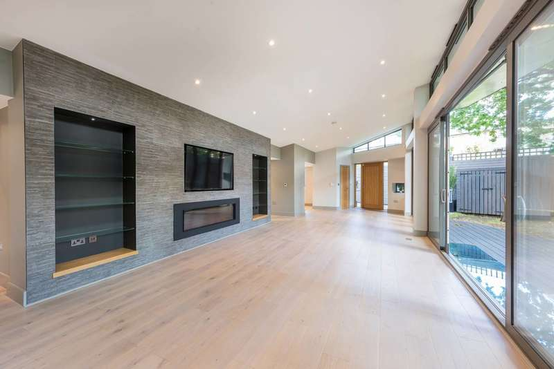 5 Bedrooms House for sale in Cairncross Mews, Crouch End, N8