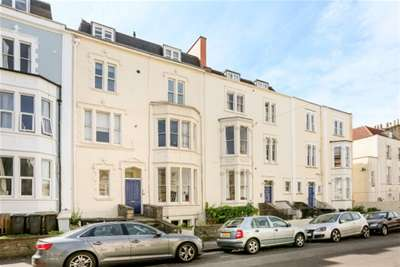 2 Bedrooms Flat for rent in West Park, Clifton