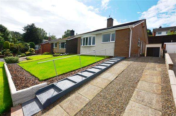 2 Bedrooms Detached Bungalow for sale in Hertford Grove, Clayton, Newcastle-under-Lyme