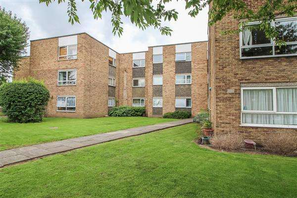 1 Bedroom Apartment Flat for sale in Lampits, Hoddesdon