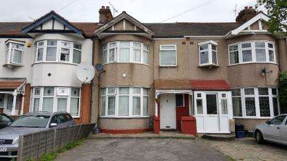 4 Bedrooms Terraced House for sale in Barkingside, Essex