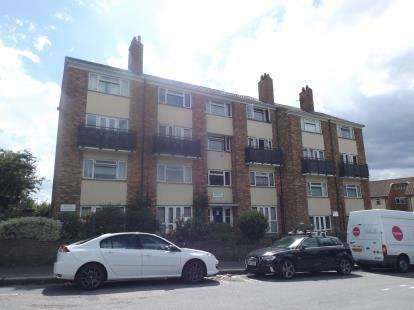 2 Bedrooms Maisonette Flat for sale in Chingford Lane, Woodford Green