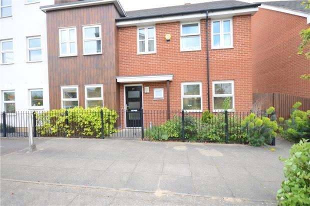 3 Bedrooms Semi Detached House for sale in Puffin Way, Reading, Berkshire