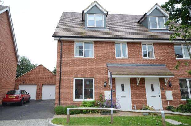4 Bedrooms Semi Detached House for sale in Parsons Way, Tongham, Farnham